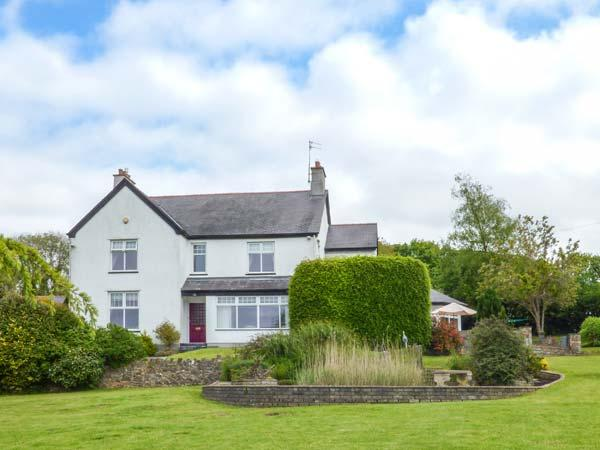 CLAI impressive detached cottage, AGA, woodburning stove, games room, garden in Llangefni Ref 935807 - Image 1 - Llangefni - rentals