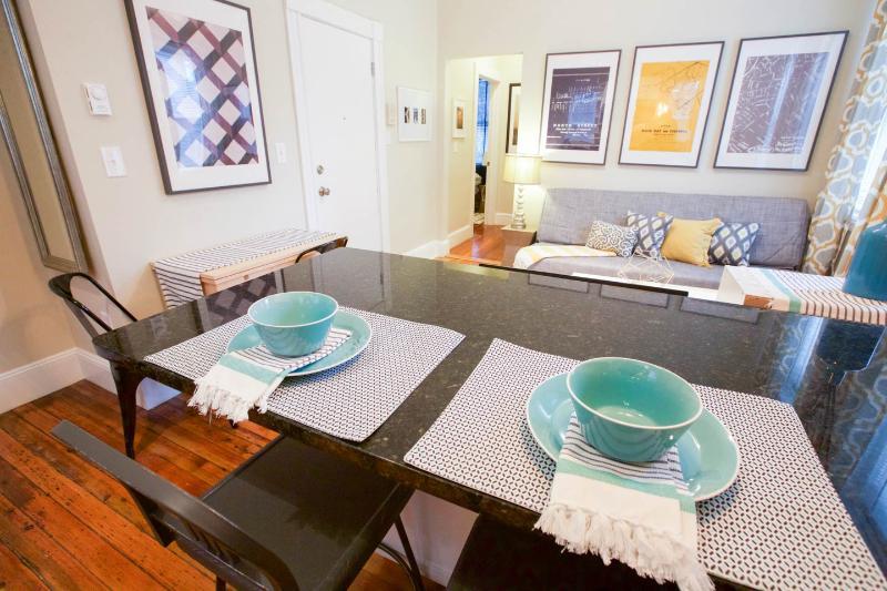 Amazing Little Italy location, 2bd sleeps 4-6 (m2) - Image 1 - Boston - rentals