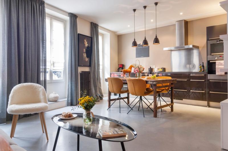 Gourmet Market St Bright/Modern *FREE SEINE CRUISE - Image 1 - Paris - rentals