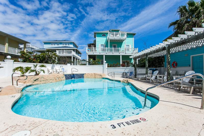 Anchor House/Guest Quarters Immediately Next to Sand Point Neighborhood's Private Pool/Hot Tub Area - Guest Quarters in Sand Point Pool/HotTub/Boardwalk - Port Aransas - rentals