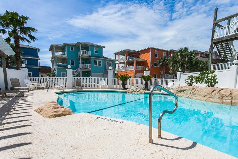 Guest Quarters in Sand Point Pool/HotTub/Boardwalk - Image 1 - Port Aransas - rentals