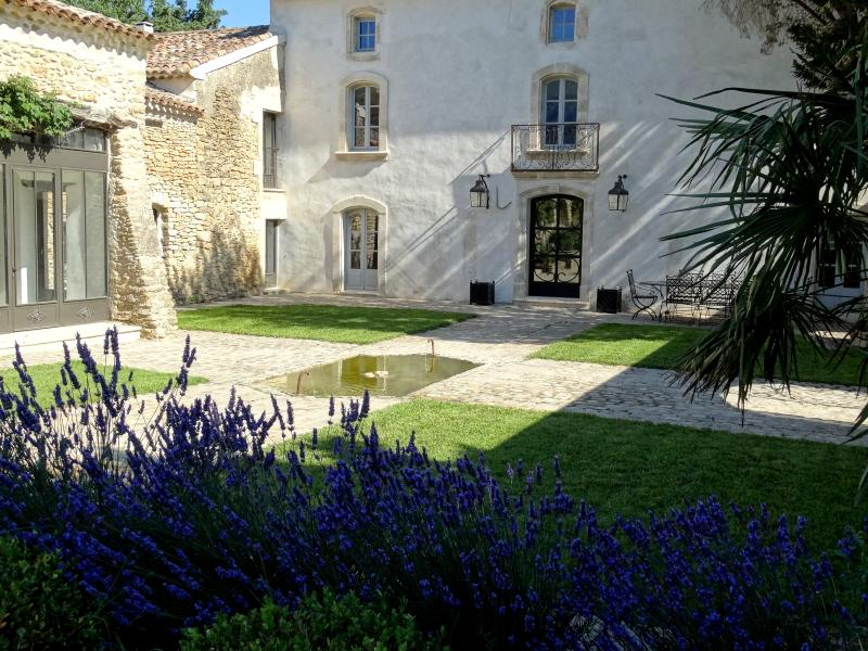 noble residence lodged at the feet of the mountains. - Superb country house in Provence - Menerbes - rentals