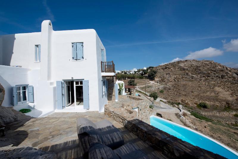 Villa Overlooking the mountainous areas. - A spacious villa on Mykonos, 3 bedrooms - Psarou - rentals