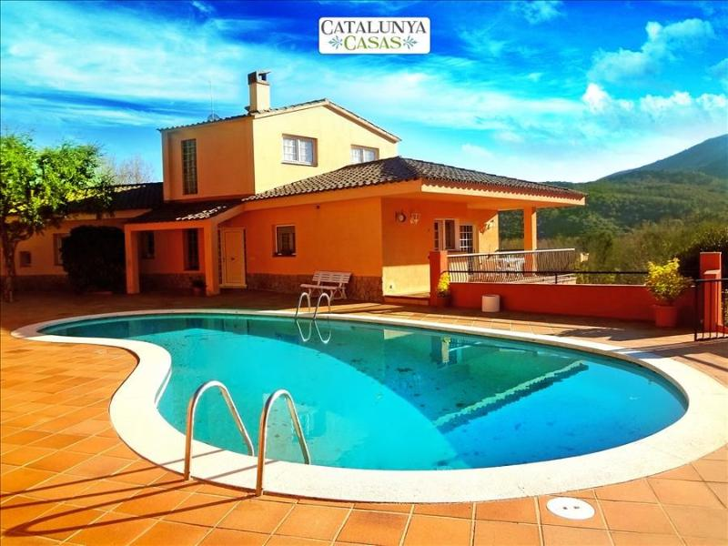 Glorious 5-bedroom villa for 10 people nestled in the hills of Arbucies - Image 1 - Arbucias - rentals