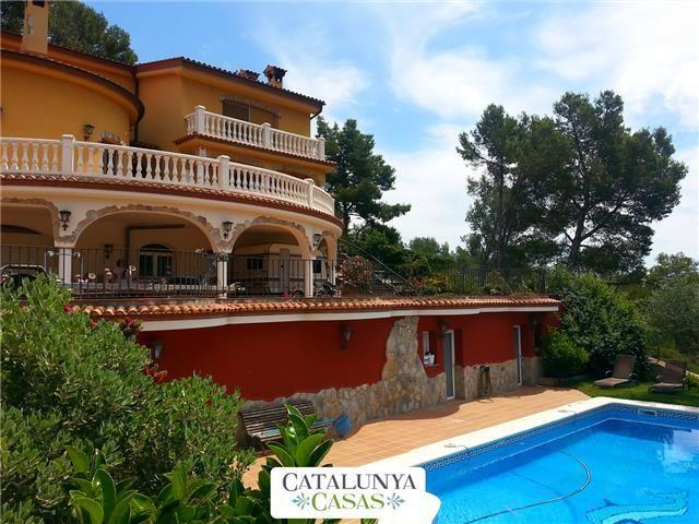 Fantastic 6-bedroom villa in Torrelles for 12 people, just 15km from Barcelona and the Mediterranean - Image 1 - Barcelona - rentals