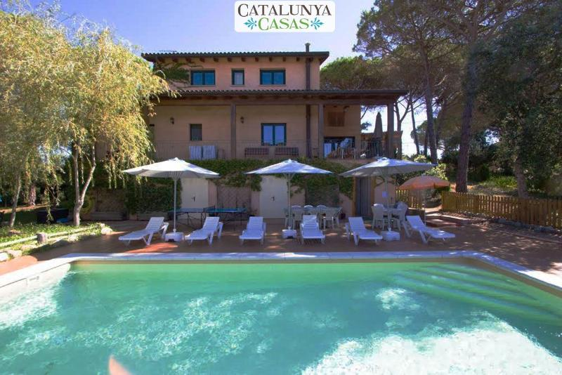 Majestic villa in Sils for 15 guests, in beautiful Costa Brava near the beach and PGA Golf course! - Image 1 - Riudarenas - rentals