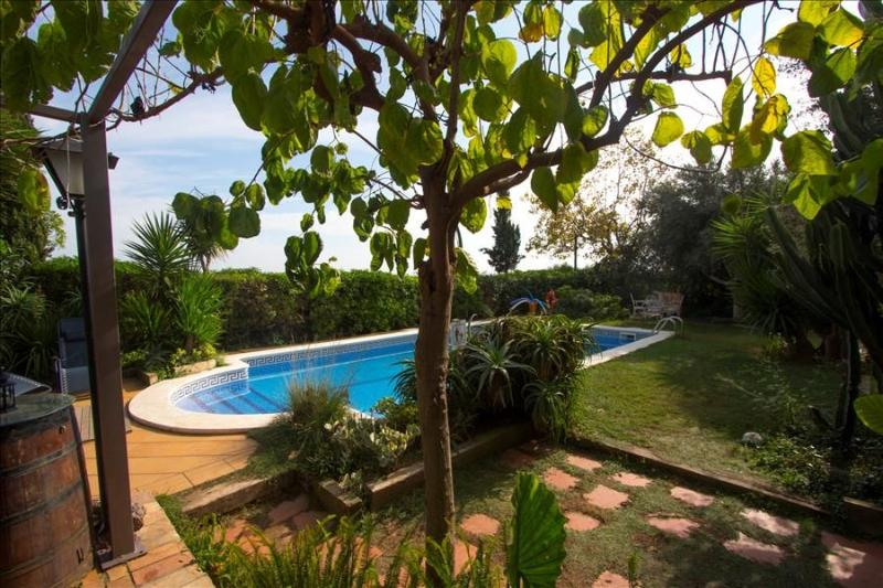 Joyful Costa Dorada getaway for up to 16 guests, just 2km from the beach! - Image 1 - El Vendrell - rentals