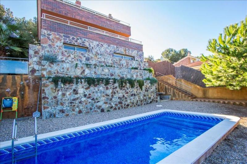 Modern Villa Tamarit for 8 guests, only 1km to the beaches of Costa Dorada! - Image 1 - Tarragona - rentals