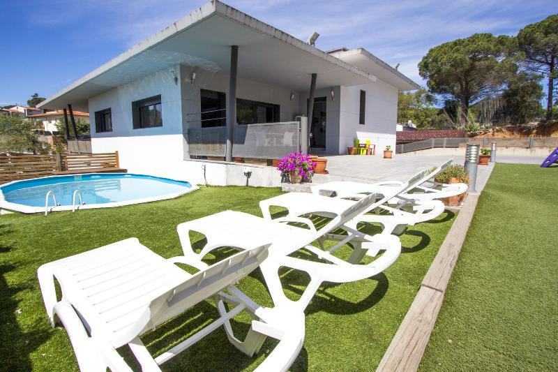 Lovely villa in the resort of Les Comes, Sils, only 15 min from Costa Brava beaches! - Image 1 - Sant Daniel - rentals