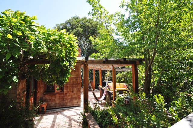 Sunny Patio - InverNest - 2 bedroom Rustic Cottage - Inverness - rentals