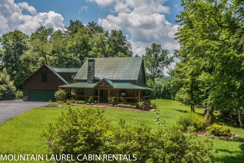 SUGAR CREEK--LUXURY 3 BEDROOM LOG CABIN WITH CREEK FRONTAGE, GAME ROOM, Wi-Fi, MASTER SUITE WITH CALIFORNIA KING BED AND JETTED TUB, SLEEPS 6, STARTING AT $225.00/NIGHT! - Image 1 - Blue Ridge - rentals