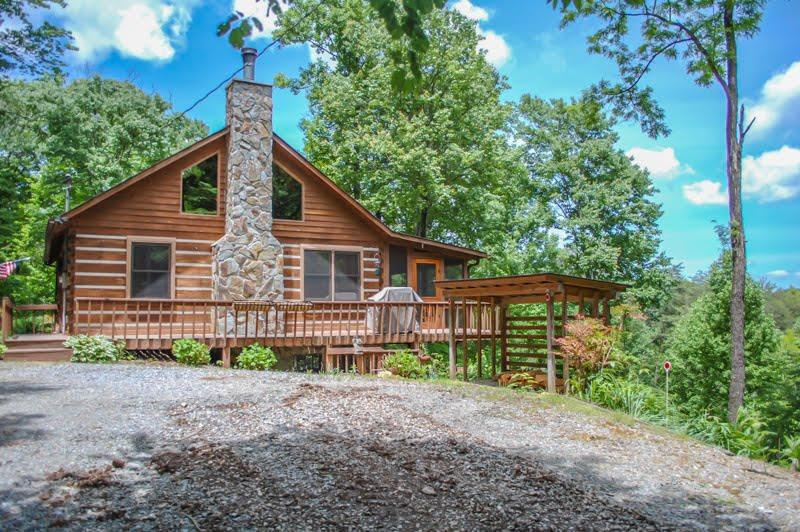 BARE-N-THE-WOODS- 2BR/2.5 BA- TRUE LOG CABIN WITH AWESOME VIEWS OF LAKE BLUE RIDGE AND THE BLUE RIDGE MOUNTAINS, WiFi, GAS AND CHARCOAL GRILLS, HOT TUB, SHUFFLEBOARD, POOL TABLE, PING PONG, FOOSBALL, AND A SCREENED PORCH! STARTING AT $145 A NIGHT! - Image 1 - Blue Ridge - rentals