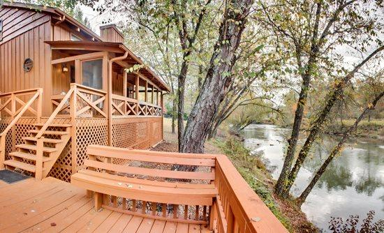 FISH TRAP CABIN- 2BR+SLEEPING LOFT/2BA, SLEEPS 7, 200 FT FRONTAGE ON TOCCOA RIVER, HOT TUB, GAS LOG FIREPLACE, SAT TV, WIFI, GAS GRILL, FIRE PIT, COVERED PORCH, WALKING DISTANCE TO RIVER ESCAPE, STARTING AT $149/NIGHT! - Image 1 - Blue Ridge - rentals