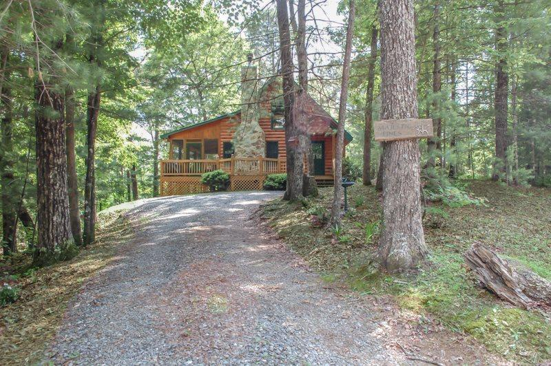 MAJESTIC PINES- 2BR/1BA- CABIN SLEEPS 4, JACUZZI, WIFI, HOT TUB, WOOD BURNING FIREPLACE, SCREENED PORCH, SCREENED PORCH, CHARCOAL GRILL, STONE FIRE PIT! STARTING AT $99/NIGHT! - Image 1 - Blue Ridge - rentals