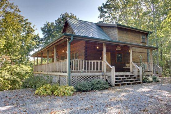 DANCING BEAR- 3BR/3BA- MOUNTAIN VIEW CABIN SLEEPS 6, GAS GRILL, WIFI, FIRE PIT, HOT TUB, GAS LOG FIREPLACE, JETTED TUB, POOL TABLE, FOOSBALL, AND SATELLITE TV! STARTING AT $139 A NIGHT! - Image 1 - Blue Ridge - rentals