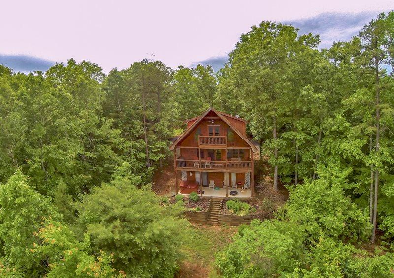 SUNRISE SPLENDOR- 3BR/3BA (3RD IS A LOFT), SLEEPS 10, WIFI, HOT TUB, BEAUTIFUL MTN VIEWS, POOL TABLE, GAS LOG FIREPLACE, GAS GRILL, STARTING AT $175 A NIGHT! - Image 1 - Blue Ridge - rentals