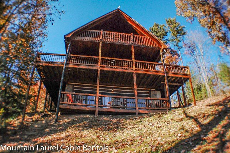 WHITETAIL LODGE- 2BR/3BA, UPSCALE RUSTIC FURNISHINGS, SLEEPS 8, QUIET & SECLUDED, AWESOME MTN VIEWS, HOT TUB, POOL TABLE, WIFI, FOOSBALL, SAT TV, WOOD BURNING FIREPLACE, GRILL, DECKS ON 3 LEVELS, STARTING AT $150/NIGHT! - Image 1 - Blue Ridge - rentals