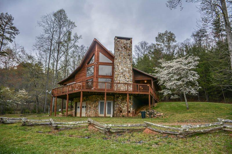BEAVER`S MOUNTAIN ESCAPE- 3BR/3BA- MOUNTAIN VIEW CABIN THAT SLEEPS 12, GAS GRILL, FIRE PIT, WIFI, PET FRIENDLY! STARTING AT $150 A NIGHT! - Image 1 - Blue Ridge - rentals