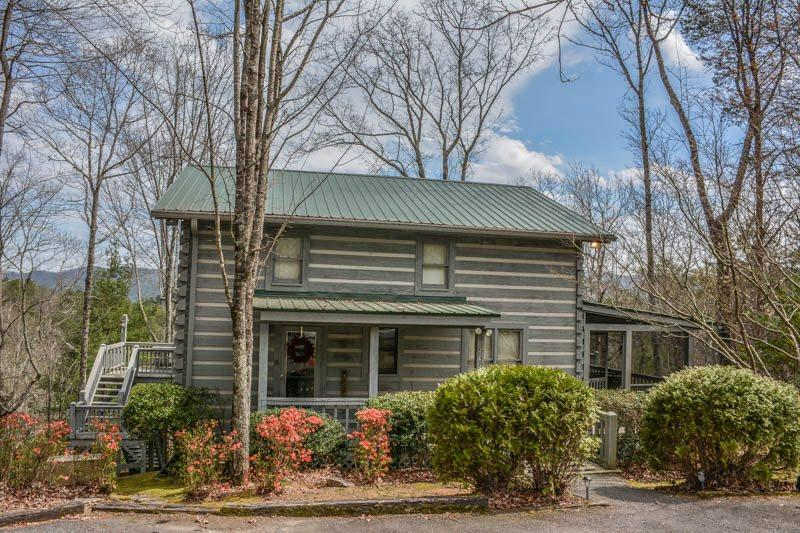 BEARADISE FOUND- 3BR/2BA- ON GRANNY LAKE, BREATHTAKING MOUNTAIN VIEW, FIREPIT, HOT TUB, LAKE ACCESS WITH KAYAK, GAS LOG FIREPLACE, GAS GRILL, CABLE TV, WIFI, GAMEROOM! STARTING AT $190/NIGHT - Image 1 - Blue Ridge - rentals
