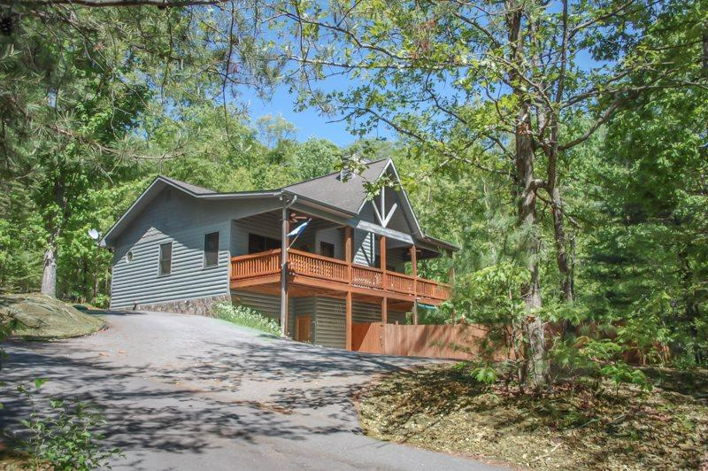 MY BLUE HEAVEN- 3BR/3BA- CABIN SLEEPS 6, GAS LOG FIREPLACE, WIFI, SATELLITE TV, POOL TABLE, CARD TABLE, GAS GRILL, HOT TUB, PET FRIENDLY, PAVED ACCESS, MOTORCYCLE FRIENDLY! STARTING AT $135/NIGHT - Image 1 - Blue Ridge - rentals