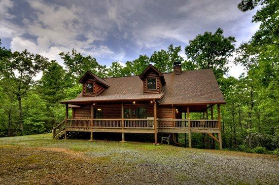 SOPHIE`S RETREAT- 3 BR/ 3.5BA CABIN, SLEEPS 8, PET FRIENDLY, HOT TUB, GAS GRILL, FIRE PIT, WOOD BURNING FIREPLACE, WIFI, POOL TABLE, SAT TV, MULTI- GAME ARCADE SYSTEM, CARD TABLE WITH BOARD GAMES, STARTING AT $145 A NIGHT! - Image 1 - Blue Ridge - rentals