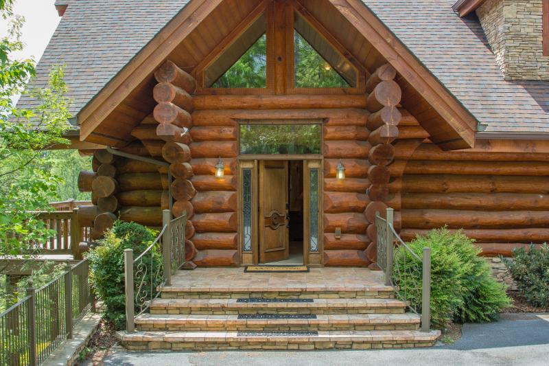 Welcome to beautiful Buck & Bear Lodge! - Stunning Views, Arcade, and Luxury at Buck & Bear Lodge! Perfect for families! - Gatlinburg - rentals
