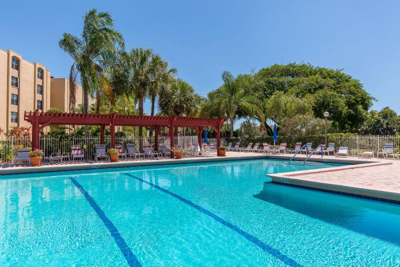 LUXURY APARTMENT 1 MILE FROM THE BEACH - Image 1 - Delray Beach - rentals