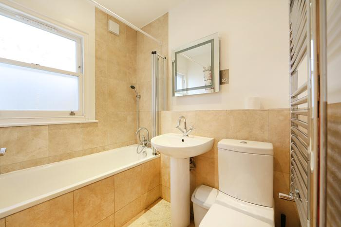Modern 1 bedroom apartment with spacious outdoor area- Hammersmith - Image 1 - London - rentals