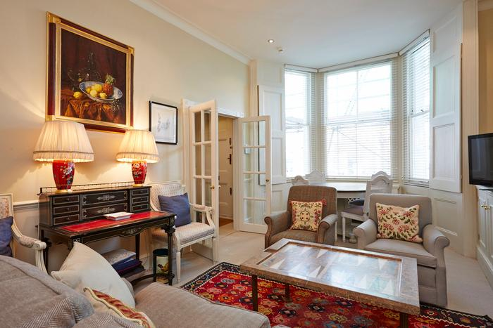 Comfortable two bedroom property in the heart of Kensington. - Image 1 - London - rentals