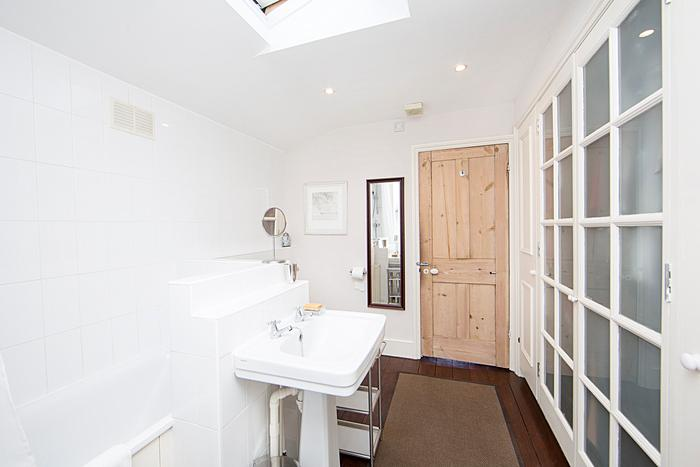 A superb three bedroom house arranged over two floors with private garden. - Image 1 - London - rentals