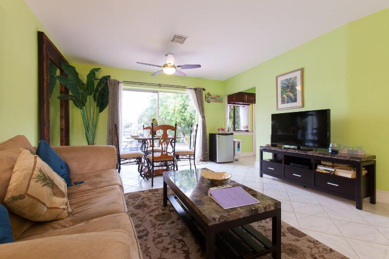 Living Room - Cozy Duplex Waterfront, pet-friendly, pool - Lauderdale by the Sea - rentals