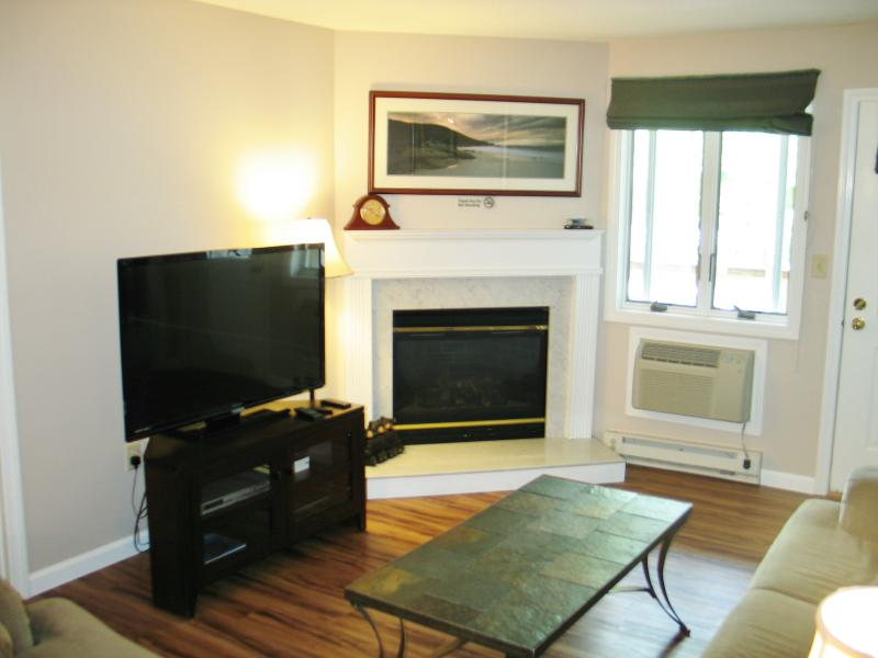 Living Room - Loon Inn 1-No Booking Fee-wifi,AC,Pools-Heath Club-Lowest Rates-Save $$$$$$ - Lincoln - rentals