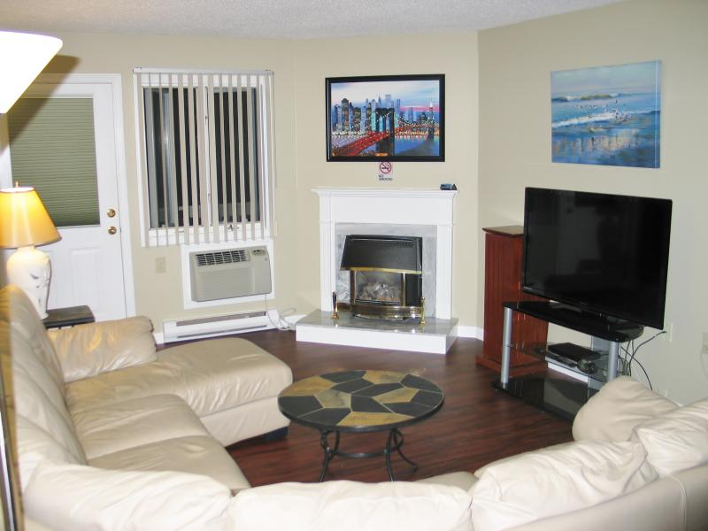 "Living Room-50"" LED TV, Air Conditioning, Gas Fireplace-Deck Access - Loon Inn 2-Recently Updated-Pools,wifi,ac,FP,Gym - Lincoln - rentals"