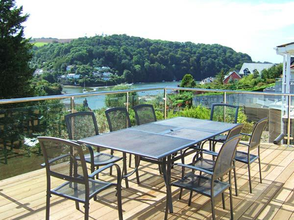 ESTUARY VIEW, detached, games room, WiFi, private garden, in Newton Ferrers, Ref 933200 - Image 1 - Newton Ferrers - rentals