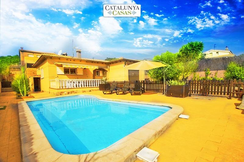 Three-bedroom villa in Mas Borras with a private, secure pool, just 5 minutes from the beach - Image 1 - Costa Dorada - rentals