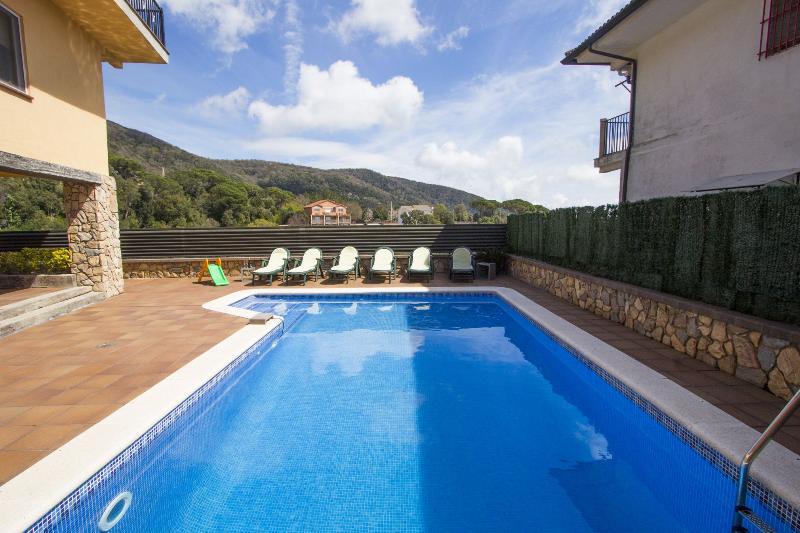 Villa Sant Iscle in Costa Maresme, only 15 minutes to the beach! - Image 1 - Sant Cebria de Vallalta - rentals
