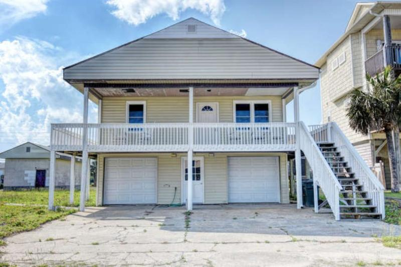 Front view of Beach House - 1018 Ocean Blvd - Topsail Beach - rentals