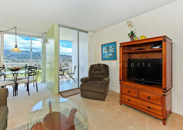 Mountain and Golf Course Views! Washer & dryer, A/C, FREE WiFi  and parking! - Image 1 - Waikiki - rentals