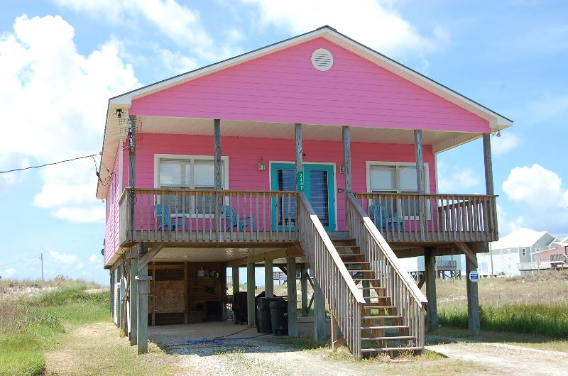 150 yard walk to our quiet never crowded Beach. Mobile Bay is across the street. - Beach House with Gulf/Bay views, Great for families, Quiet and never crowded! - Fort Morgan - rentals