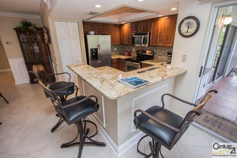 Kitchen and Breakfast Bar - SBreeze105 - Southern Breeze Garden - Marco Island - rentals