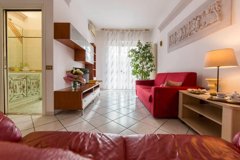 Welcome to BELLARIA SUITE - Comfortable, quiet, clean and VERY ROOMY - up to 13 guests! - BELLARIA SUITE - Roomy, Light-filled, 2 Terraces - Bologna - rentals