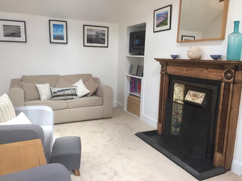 Sitting area with open fire. - 88 Seatown Cullen - Cullen - rentals