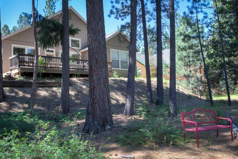 #406 SEQUOIA Light and bright overlooking the creek. $215.00-$245.00 BASED ON DATES AND NUMBER OF NIGHTS (plus county tax, SDI, cleaning and processing fee) - Image 1 - Graeagle - rentals