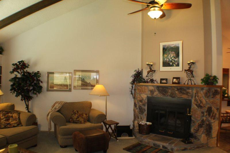 Aspenwood 4253 is a warm and inviting vacation condo located in the Pagsoa Lakes. - Image 1 - Pagosa Springs - rentals