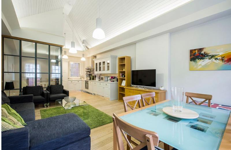 Covent Garden 3 to 4-Bedroom Home (4703) - Image 1 - London - rentals