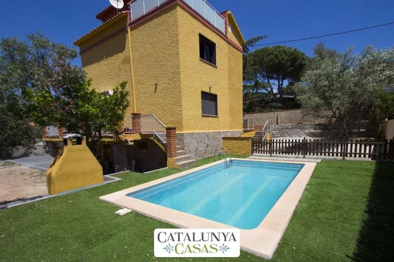 Superb Airesol C villa for 8-9 guests with a private, secure pool and gorgeous mountain views - Image 1 - Castellar del Valles - rentals