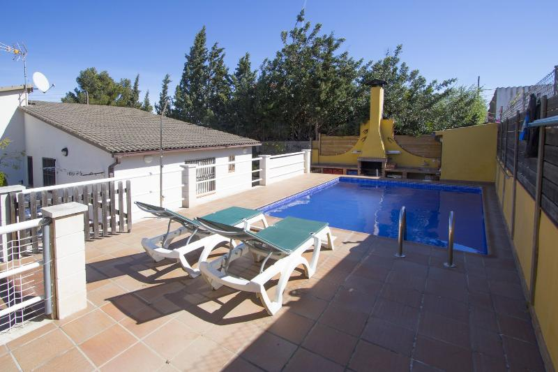 Angelic villa in Bellvei for 9 guests, only 3km from the beaches of Costa Dorada! - Image 1 - Costa Dorada - rentals