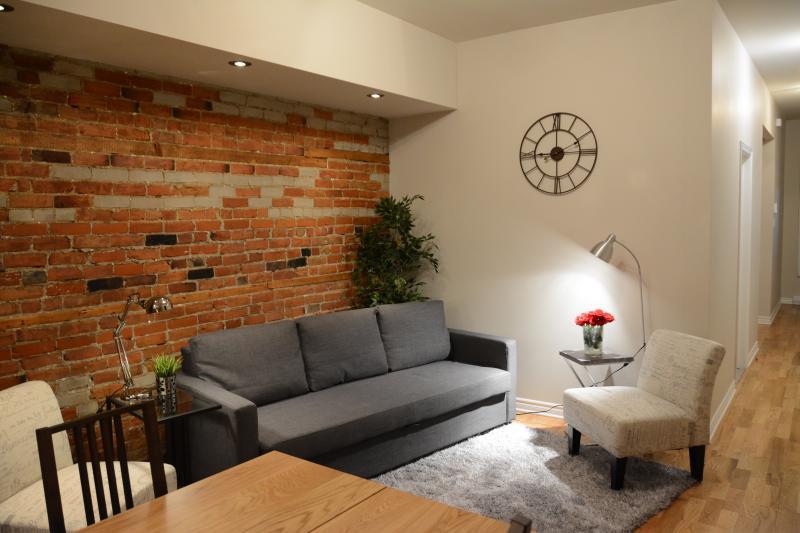 Living room - Plateau Mont-Royal / 4 bed + 3 bath + terrace (#2) - Montreal - rentals