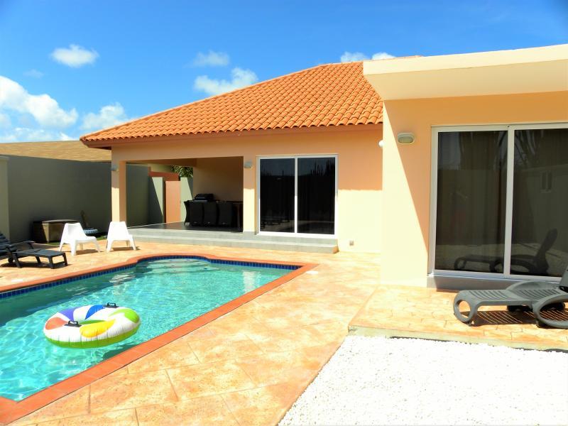 Beautiful pool area - SUPER CLEAN BRANDNEW VILLA and pool USD 175,00 - Noord - rentals