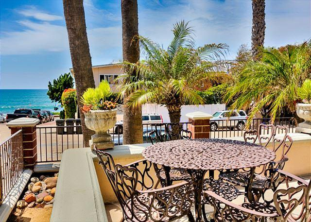 Welcome! Enjoy stunning ocean views and palm breezes from the front patio. - Ocean Views, remodeled home, just steps to WIndansea Beach - La Jolla - rentals